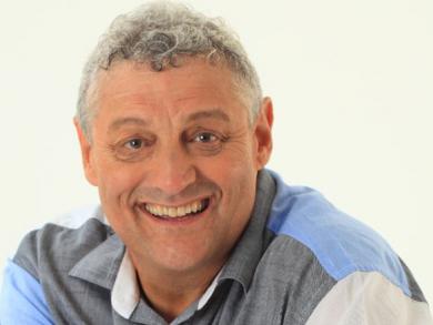 Comedy legend Barry Hilton returning to Doha