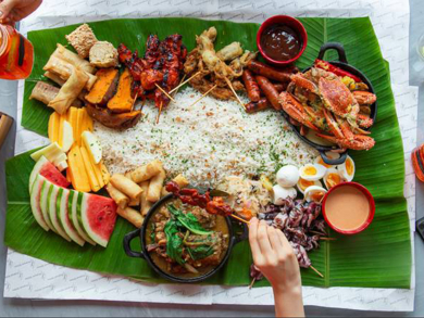 Things to do in Doha: Try a traditional boodle fight